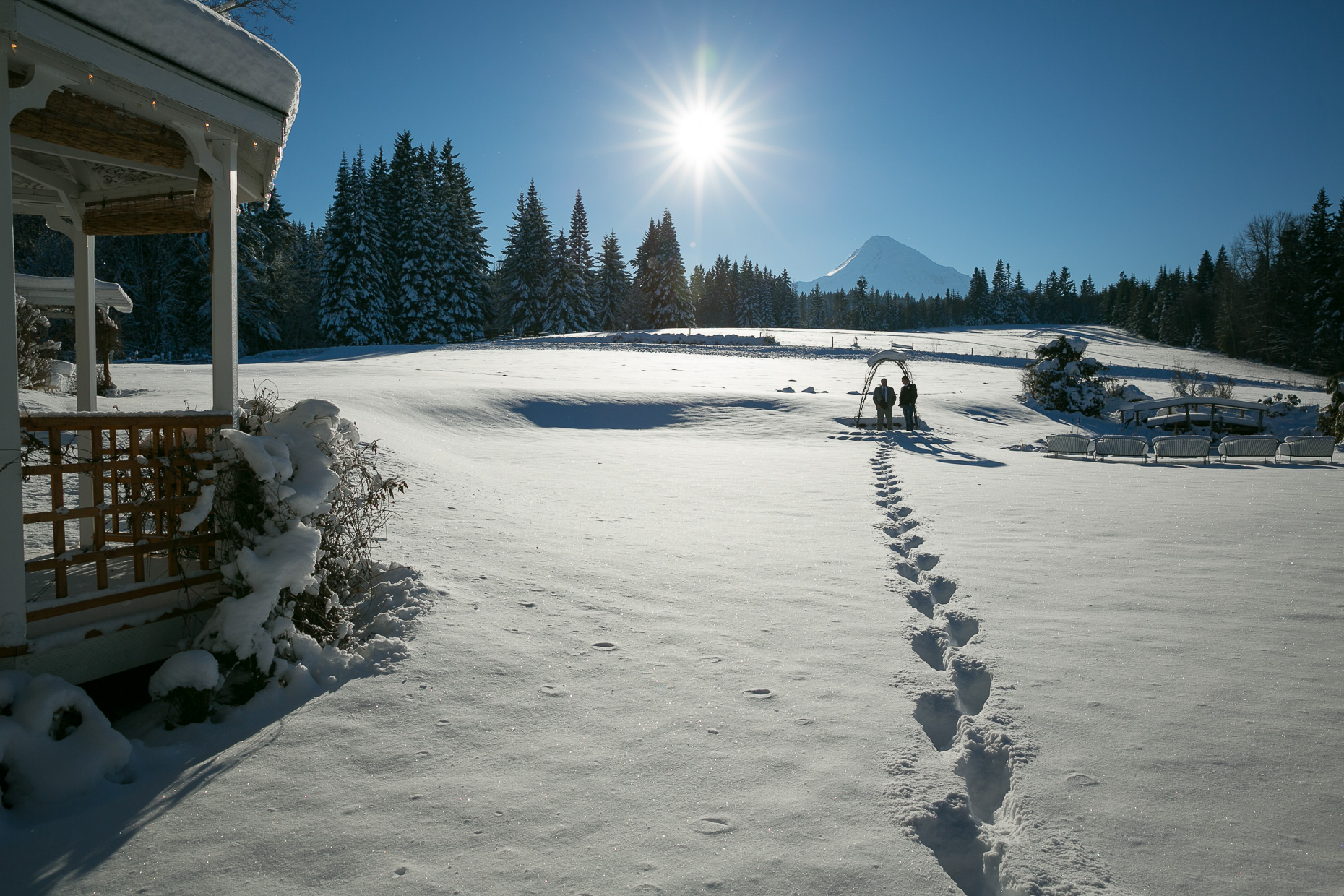 mt-hood-bed-breakfast-elopement-snow-06