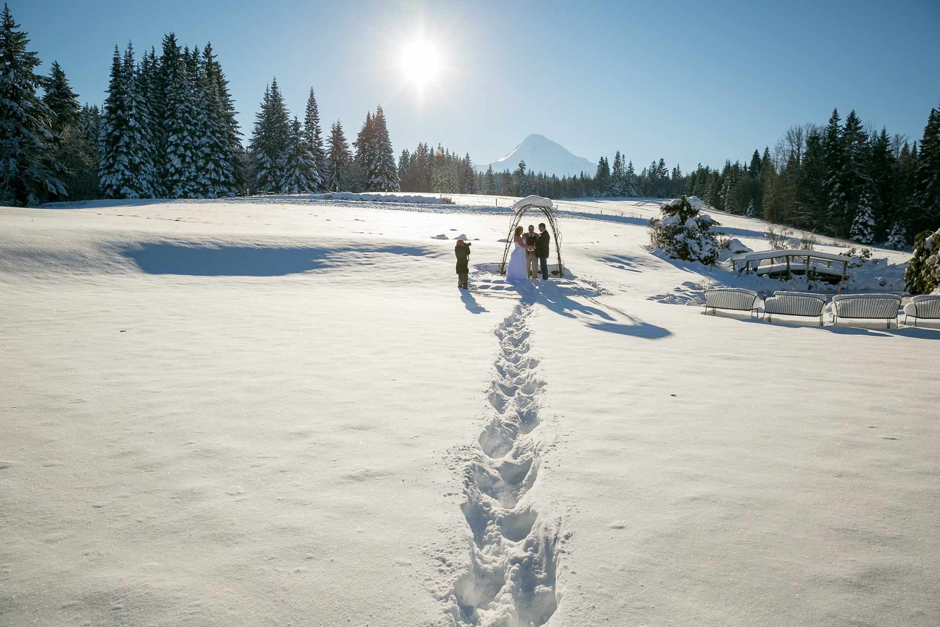 mt-hood-bed-breakfast-elopement-snow-12